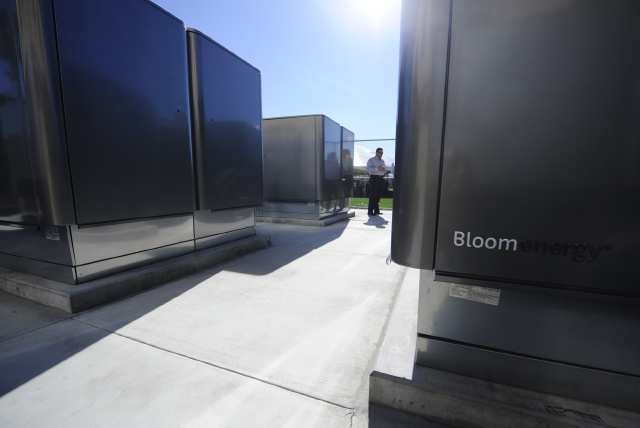 Each Bloom box shown provides 100 kw cheap, clean energy for CalTech. Other clients include eBay, Google and Coke.