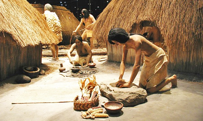 Making dinner without a microwave, as they did in Cahokia Mounds, Illinois, 800 years ago (when the city was larger than London)? Maybe. But living without greed? Priceless. Maybe we should ask. (Photo by Cahokia Mounds Museum Society)