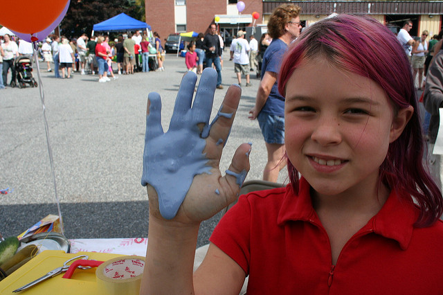 """Blue slime cover's girl's hand."" This headline is true. And this is what slime looks like. ""Black slime covers Washington Monuments"" is not a true headline. And that's not what slime looks like. (Photo by Kelly Taylor/Flickr)"